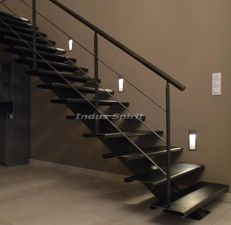 r alisation d 39 un escalier design industriel sur mesure par. Black Bedroom Furniture Sets. Home Design Ideas