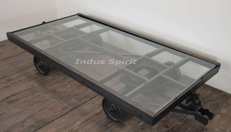 Table basse chariot industriel: Salon de style  par Indus Spirit