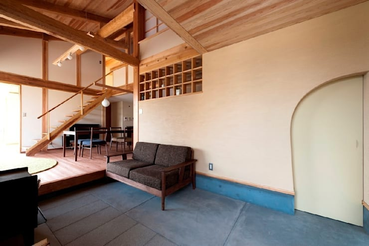 うきはの家: AMI ENVIRONMENT DESIGN/アミ環境デザインが手掛けた廊下 & 玄関です。