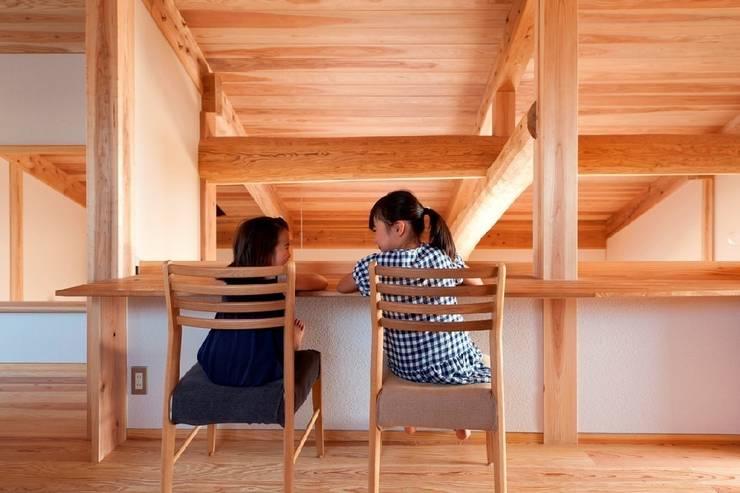 うきはの家: AMI ENVIRONMENT DESIGN/アミ環境デザインが手掛けた書斎です。