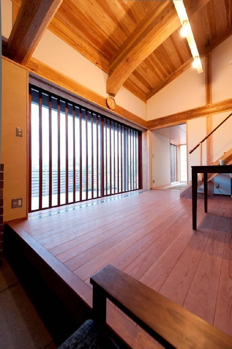 うきはの家: AMI ENVIRONMENT DESIGN/アミ環境デザインが手掛けた壁です。