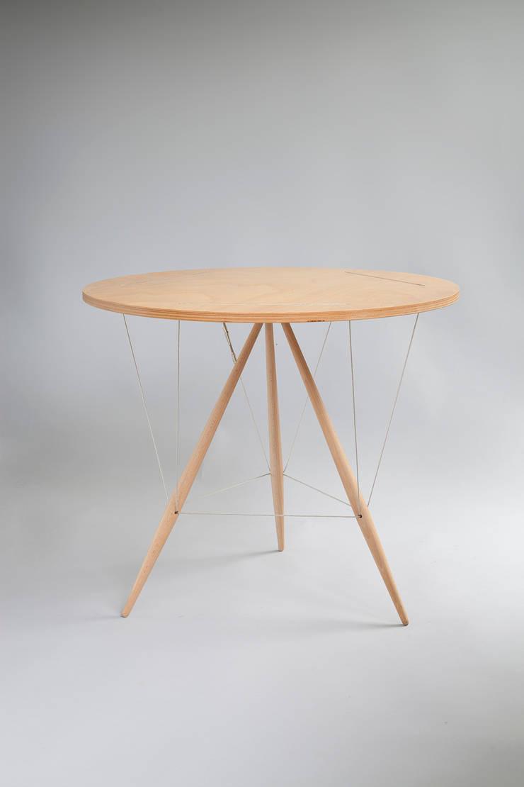 Pinezka: styl , w kategorii Salon zaprojektowany przez Robert Pludra Industrial Design Studio