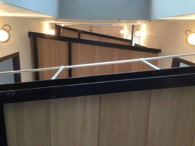 Het nieuwe trappenhuis van onderaf gezien:   door Architectenbureau Prent BV