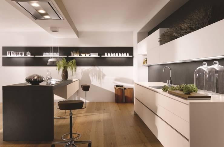Alno Satina Kaschmir: moderne Küche von Studio Küchentraum