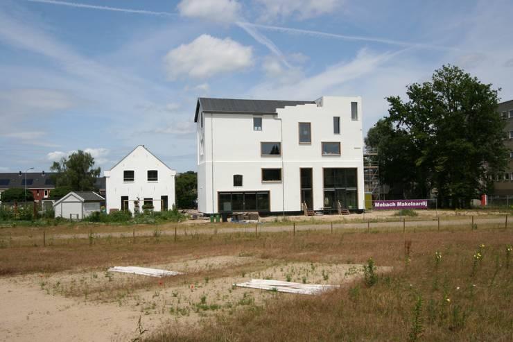 Het nieuwe aanzicht vlak na realisatie:   door Architectenbureau Prent BV