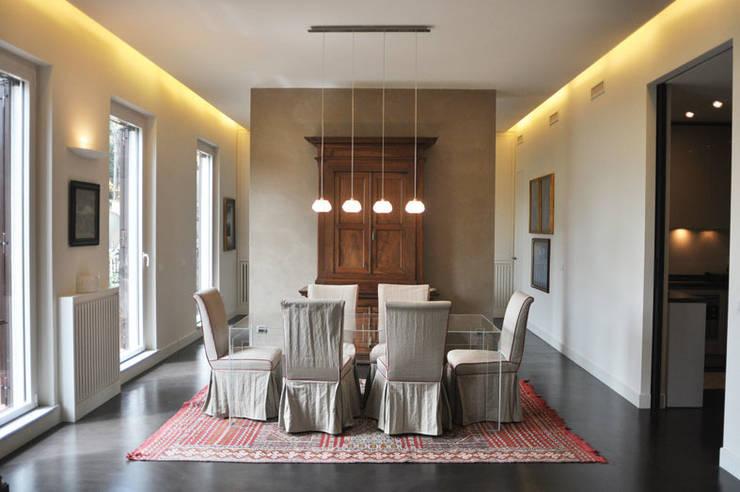 ORTOBOTANICO: Sala da pranzo in stile  di NeAr New Architecture