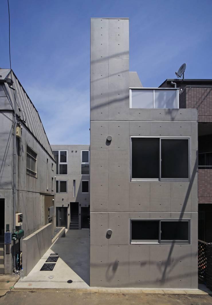 Octy: SOCIUS一級建築士事務所が手掛けた長屋です。,モダン コンクリート
