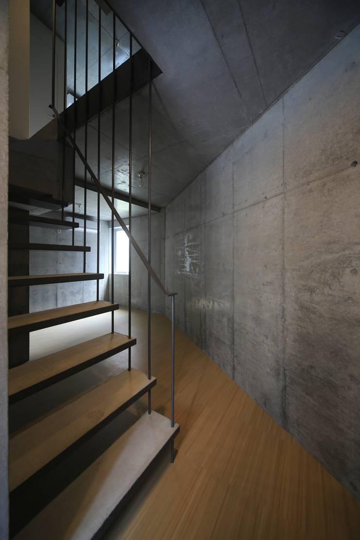 Octy: SOCIUS一級建築士事務所が手掛けた廊下 & 玄関です。,モダン