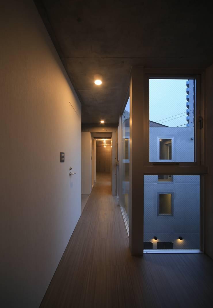 Octy: SOCIUS一級建築士事務所が手掛けた廊下 & 玄関です。,モダン コンクリート