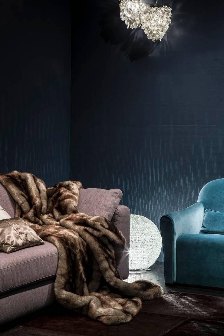 Bank City en fauteuil Nina van RUPERT & RUPERT:  Woonkamer door RUPERT & RUPERT