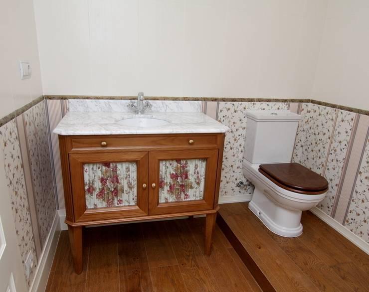 Casa de banho  por Adrados taller de ebanistería
