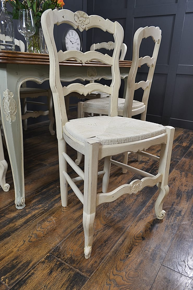 Shabby Chic French Oak Dining Table with 6 Chairs in Rococo:  Kitchen by The Treasure Trove Shabby Chic & Vintage Furniture