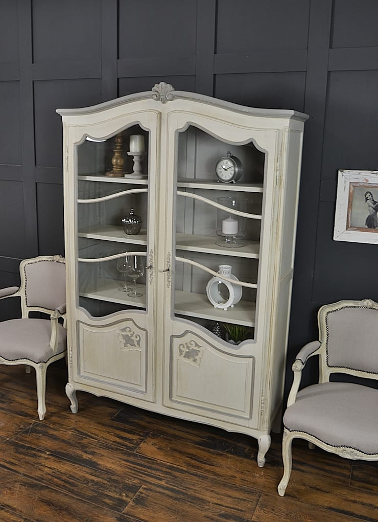 Shabby Chic French Glazed Bookcase:  Living room by The Treasure Trove Shabby Chic & Vintage Furniture