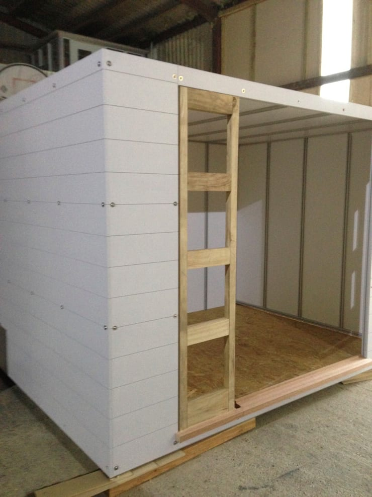 Domestic Garden Room :  Study/office by Modular105.co.uk