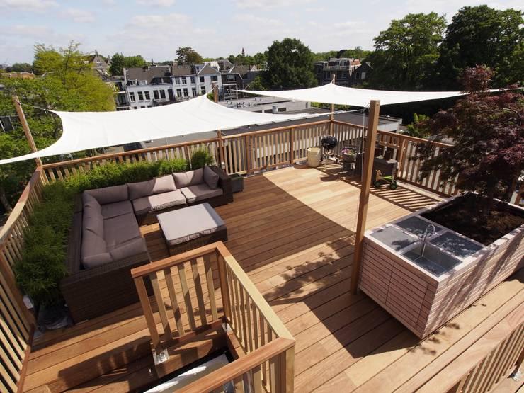 Balcones y terrazas de estilo  por ScottishCrown Dakterrassen