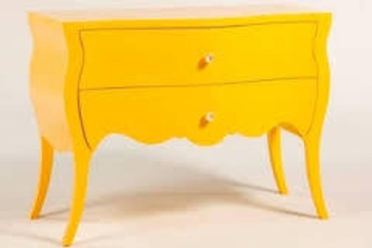 Comoda em laca amarelo brilho : Casa  por Oficina de Pintura