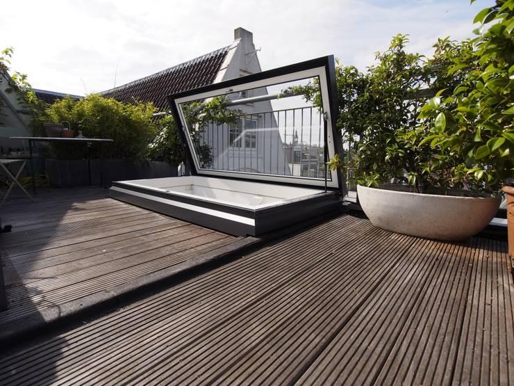 Exclusief glazen dakluik uniek in nederland:  Balkon, veranda & terras door ScottishCrown Dakterrassen