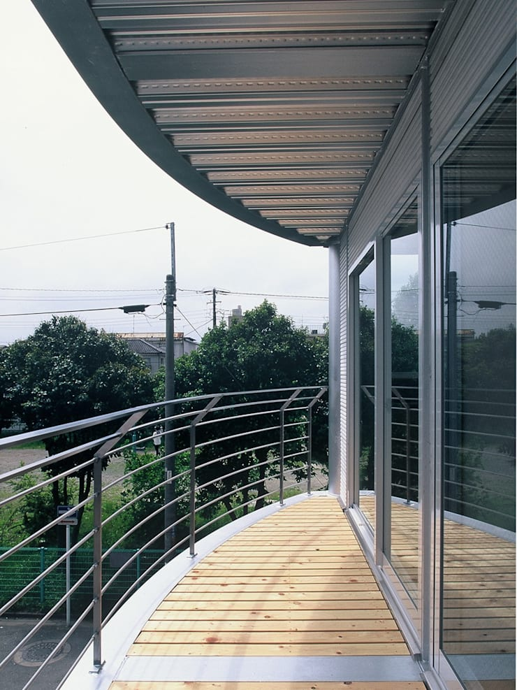 SILVER WAVE: SOCIUS一級建築士事務所が手掛けたテラス・ベランダです。