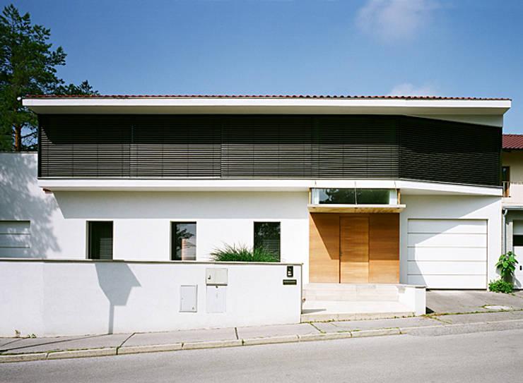 Haus G., Mödling: klassische Häuser von Erich Prödl Associates