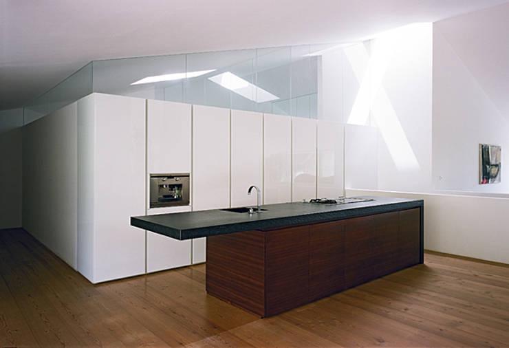 Haus G., Mödling: klassische Küche von Erich Prödl Associates