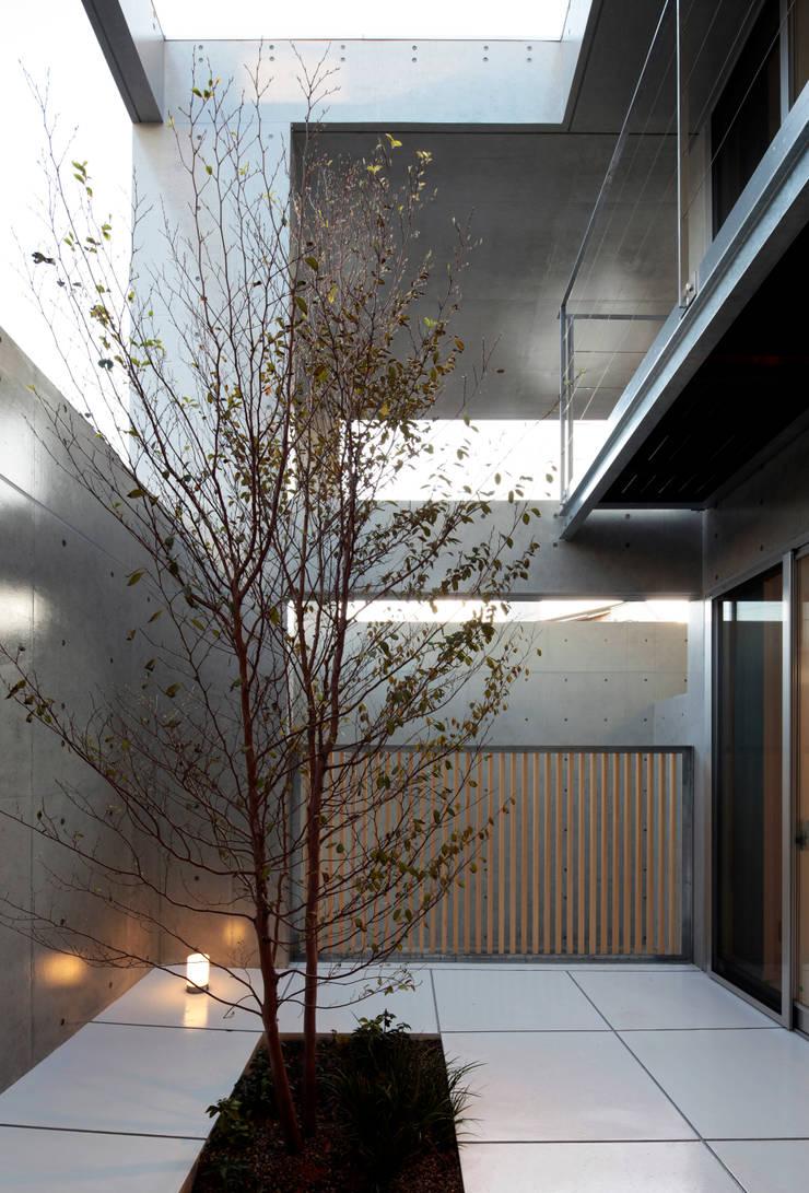 庭院 by 長谷雄聖建築設計事務所, 現代風
