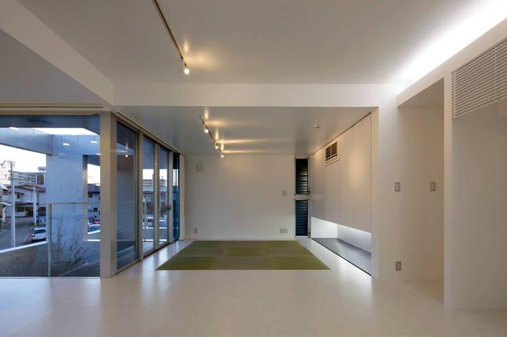 A邸: 長谷雄聖建築設計事務所が手掛けた和室です。