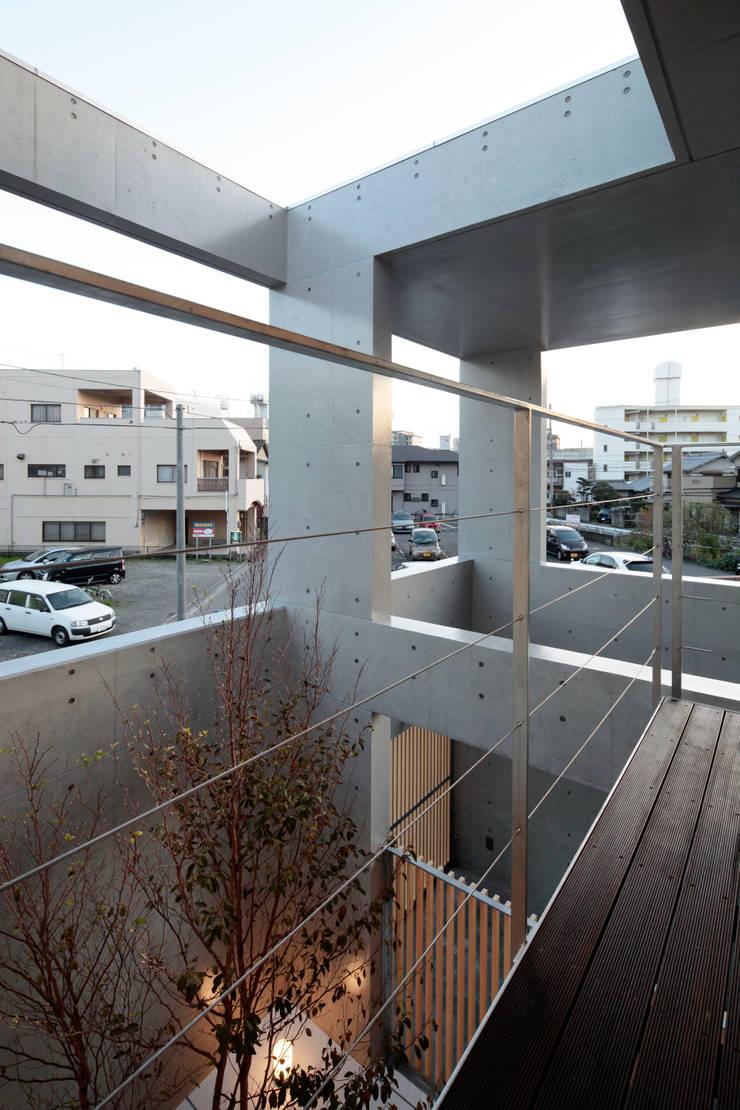 A邸: 長谷雄聖建築設計事務所が手掛けた庭です。
