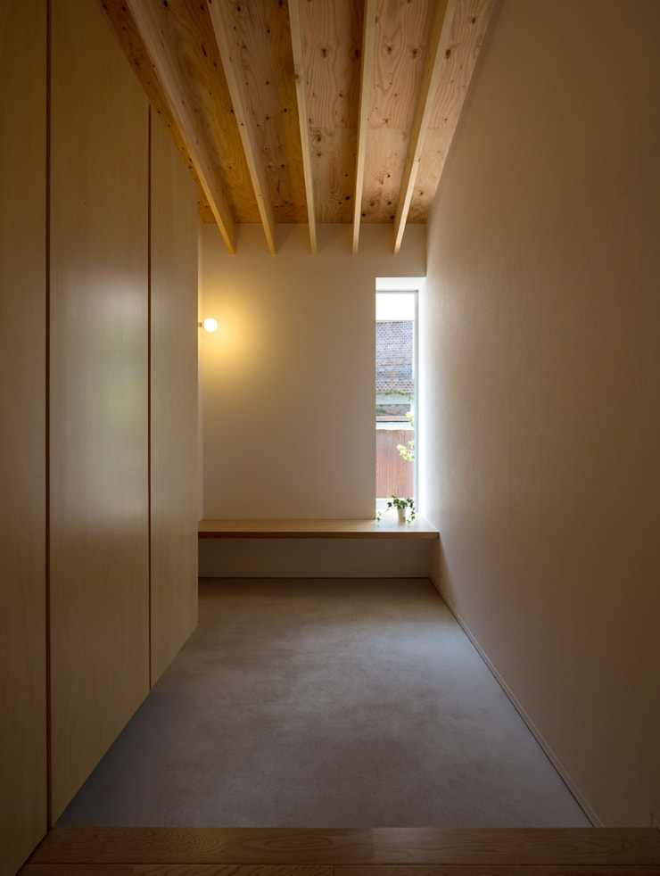 梅香苑の家: 中野晋治建築研究室が手掛けた壁です。