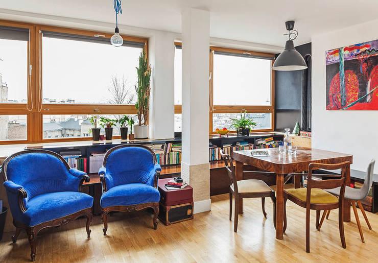 Salas / recibidores de estilo  por kacper gronkiewicz architekt, Ecléctico