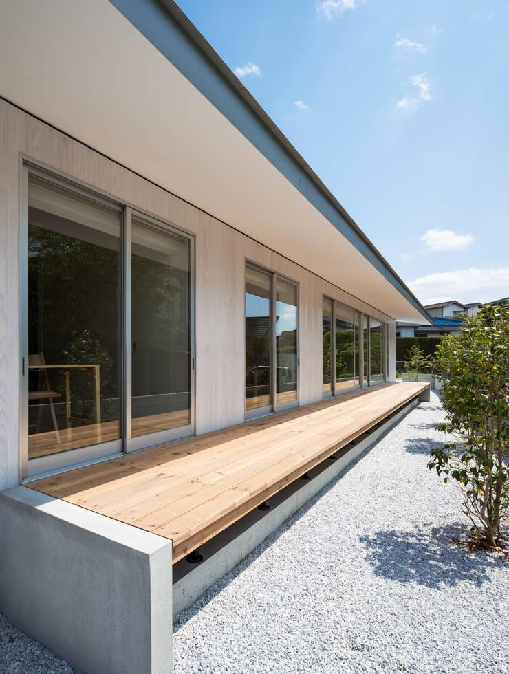 梅香苑の家: 中野晋治建築研究室が手掛けた庭です。