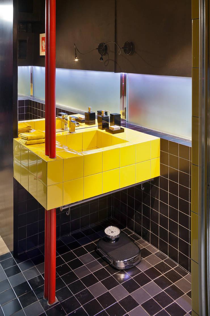 Baños de estilo  por kacper gronkiewicz architekt, Moderno