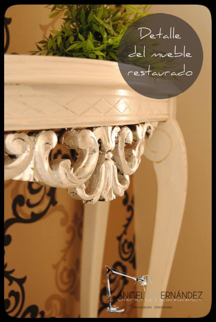 Mobiliario restaurado: Vestíbulos, pasillos y escaleras de estilo  de A H Decoración e interiorismo