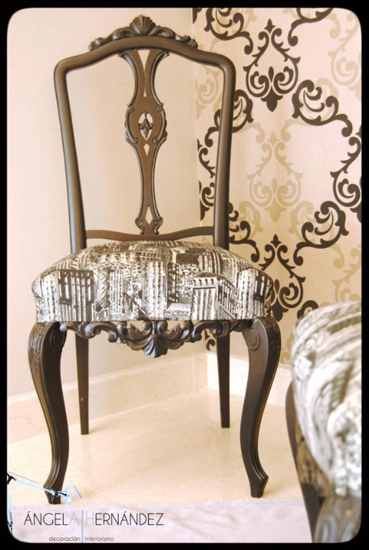 Rastauración y tapizado de mobiliario recuperado: Vestíbulos, pasillos y escaleras de estilo  de A H Decoración e interiorismo