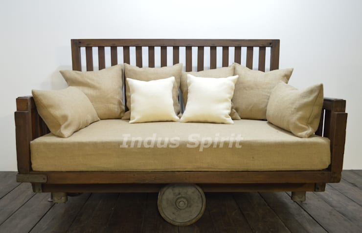 Canapé design industriel: Salon de style  par Indus Spirit