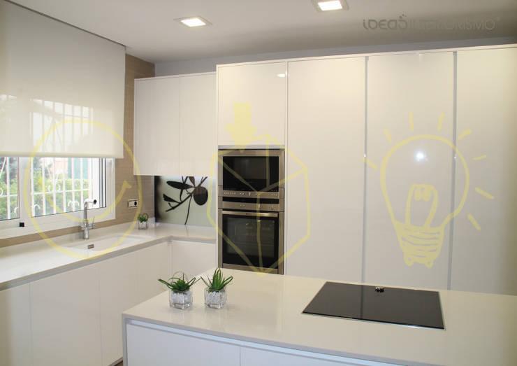 Cocina en Corbera.: Cocinas de estilo  de Ideas Interiorismo Exclusivo, SLU