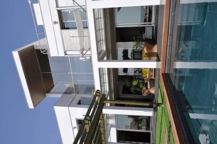 Casa Monne: Casas de estilo  de Muxacra Arquitectos