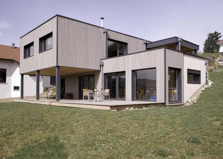 Maison imbriquée: Maisons de style  par atelier—ZOU