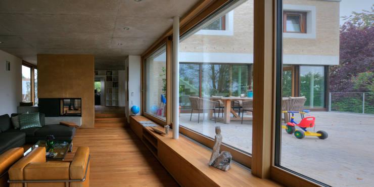 Wohnhaus R+J:  Fenster von Bodamer Faber Architekten BDA
