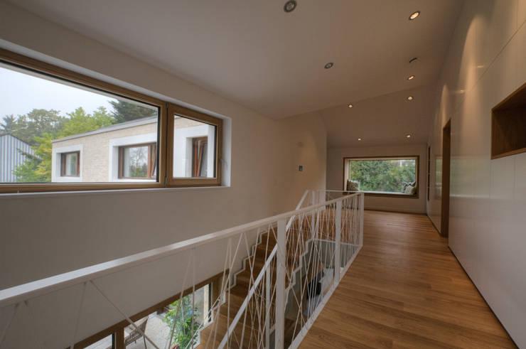 Wohnhaus R+J:  Flur & Diele von Bodamer Faber Architekten BDA