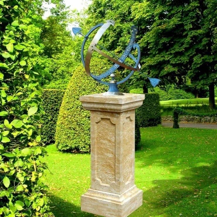 Garten Sonnenuhr & Sandstein Säule - Skaphe: klassischer Garten von Gartentraum.de - Werner und Klopfleisch OHG