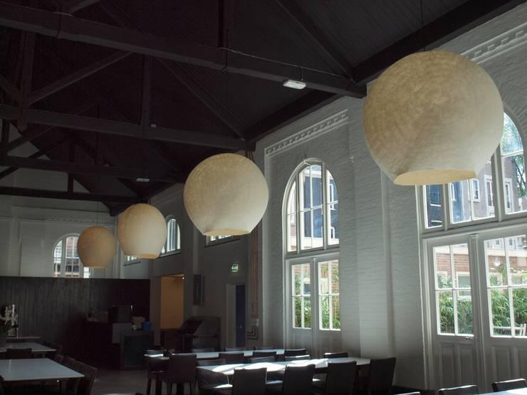 Vier lampen in de ruimte:  Evenementenlocaties door Vilt aan Zee, Scandinavisch