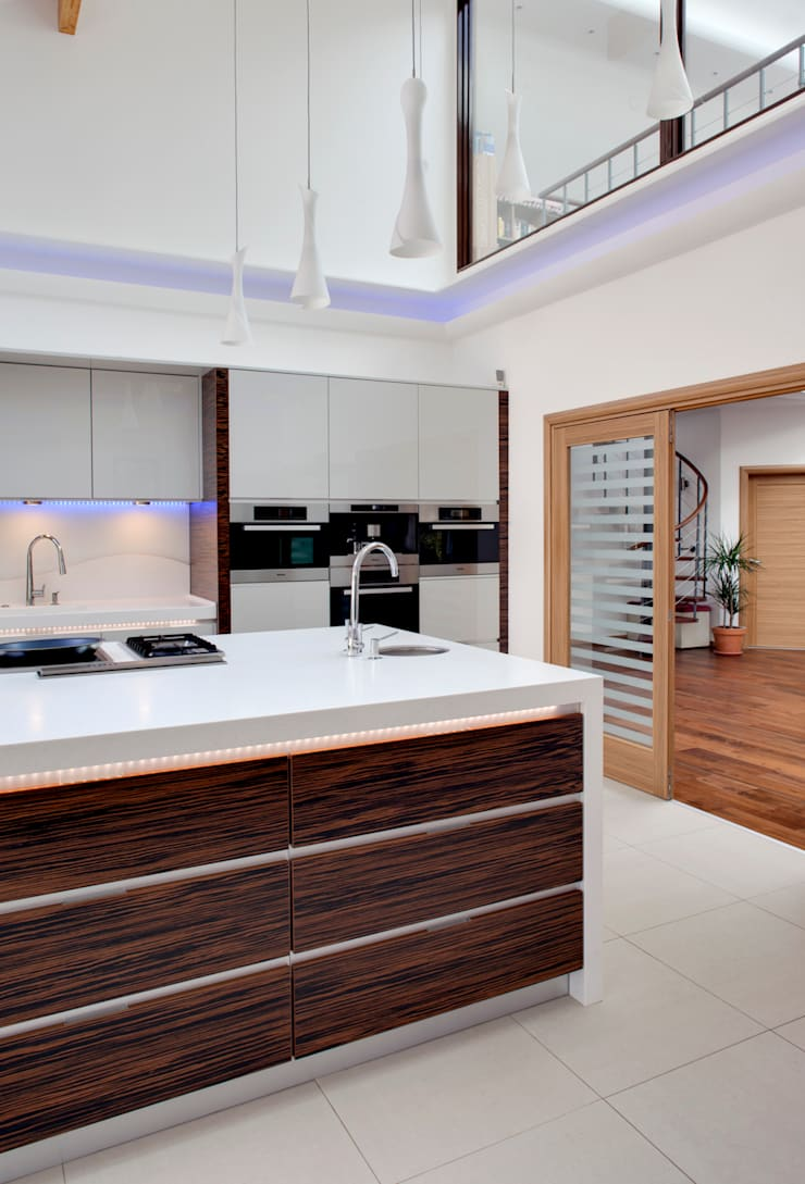 Evolve kitchen with Ebony Macassar accents design by Phillip Haines:  Kitchen by Stoneham Kitchens
