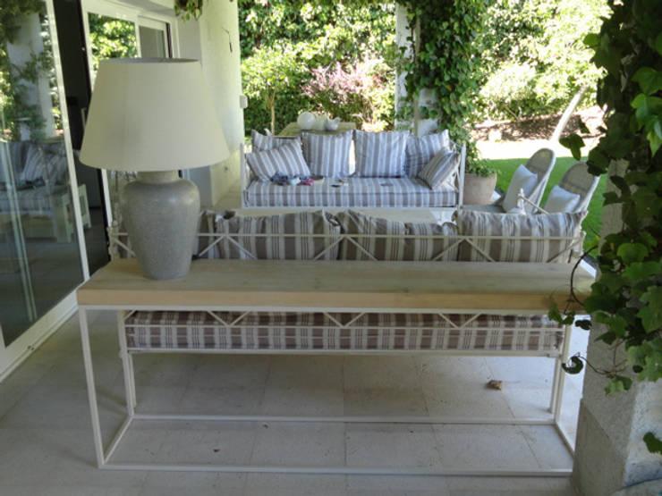Consola jardín: Jardines de estilo  de MUEBLES DE LA GRANJA