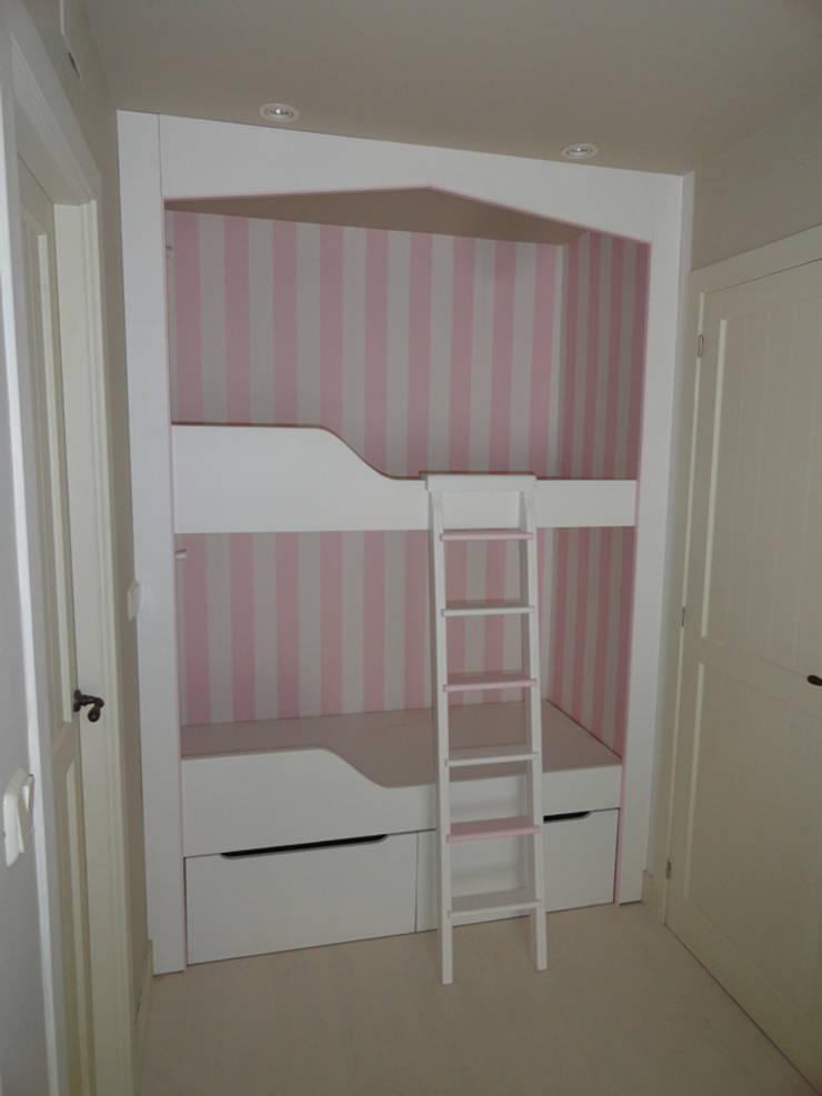 Literas: Dormitorios infantiles de estilo  de MUEBLES DE LA GRANJA