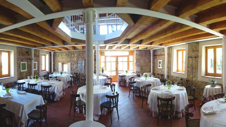 Restaurante: Bares y Clubs de estilo  de MUEBLES DE LA GRANJA