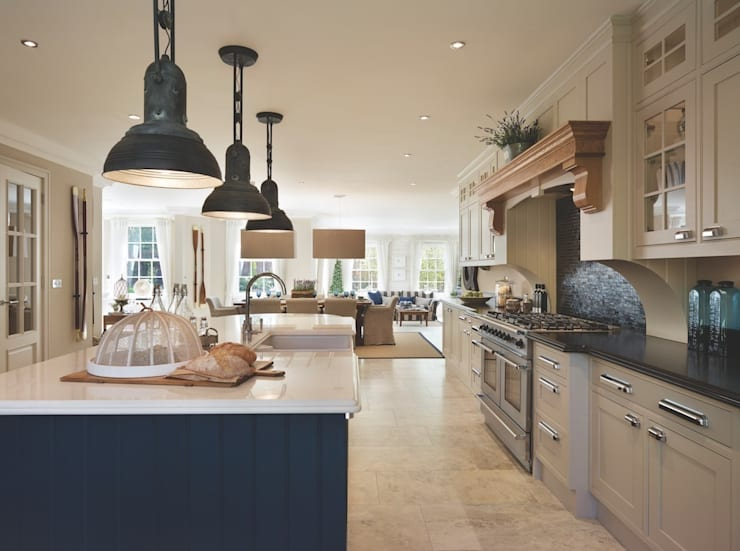 Bespoke Kitchen:  Kitchen by Reeva Design