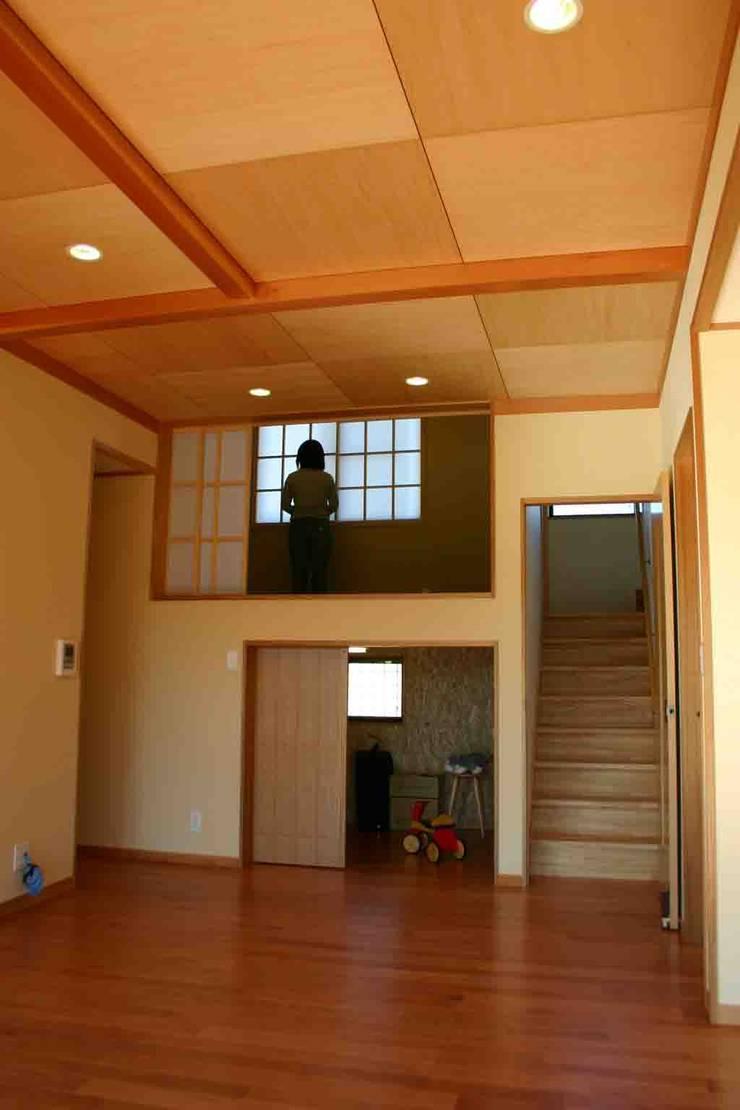 .: さんさい工房一級建築士事務所が手掛けた廊下 & 玄関です。,和風