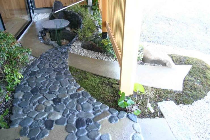 .: さんさい工房一級建築士事務所が手掛けた庭です。,和風