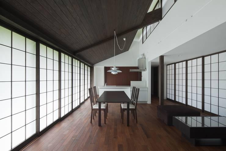 眺望の家: ろく設計室が手掛けたダイニングです。