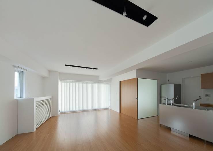 香椎浜のマンションリノベーション: ろく設計室が手掛けたリビングです。